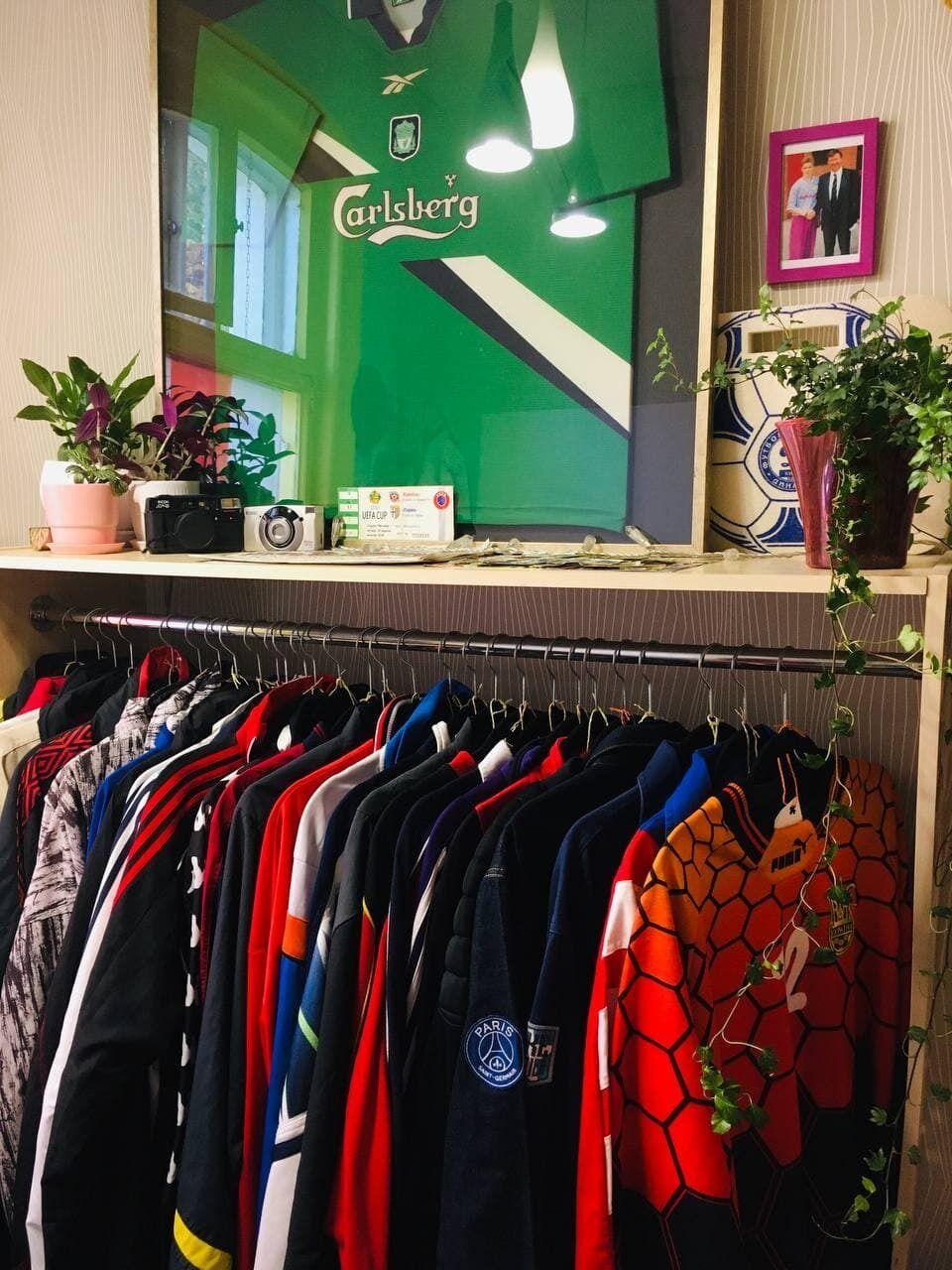 У магазині можна знайти дизайни клубів і збірних починаючи з 80-х років.