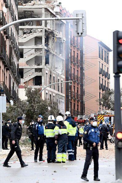 Полиция на месте взрыва в Мадриде