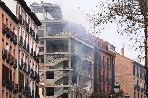 Здание, пострадавшее от взрыва в Мадриде