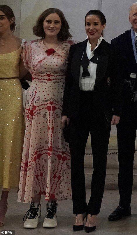 Мейзи и Эшли Байден