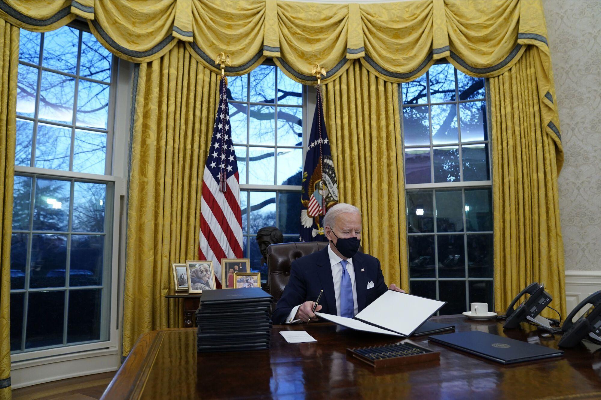 Байден в кабинете Белого дома