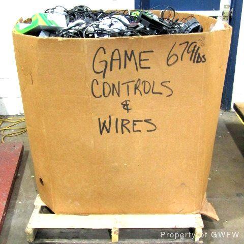 Коробка с проводами и джойстиками