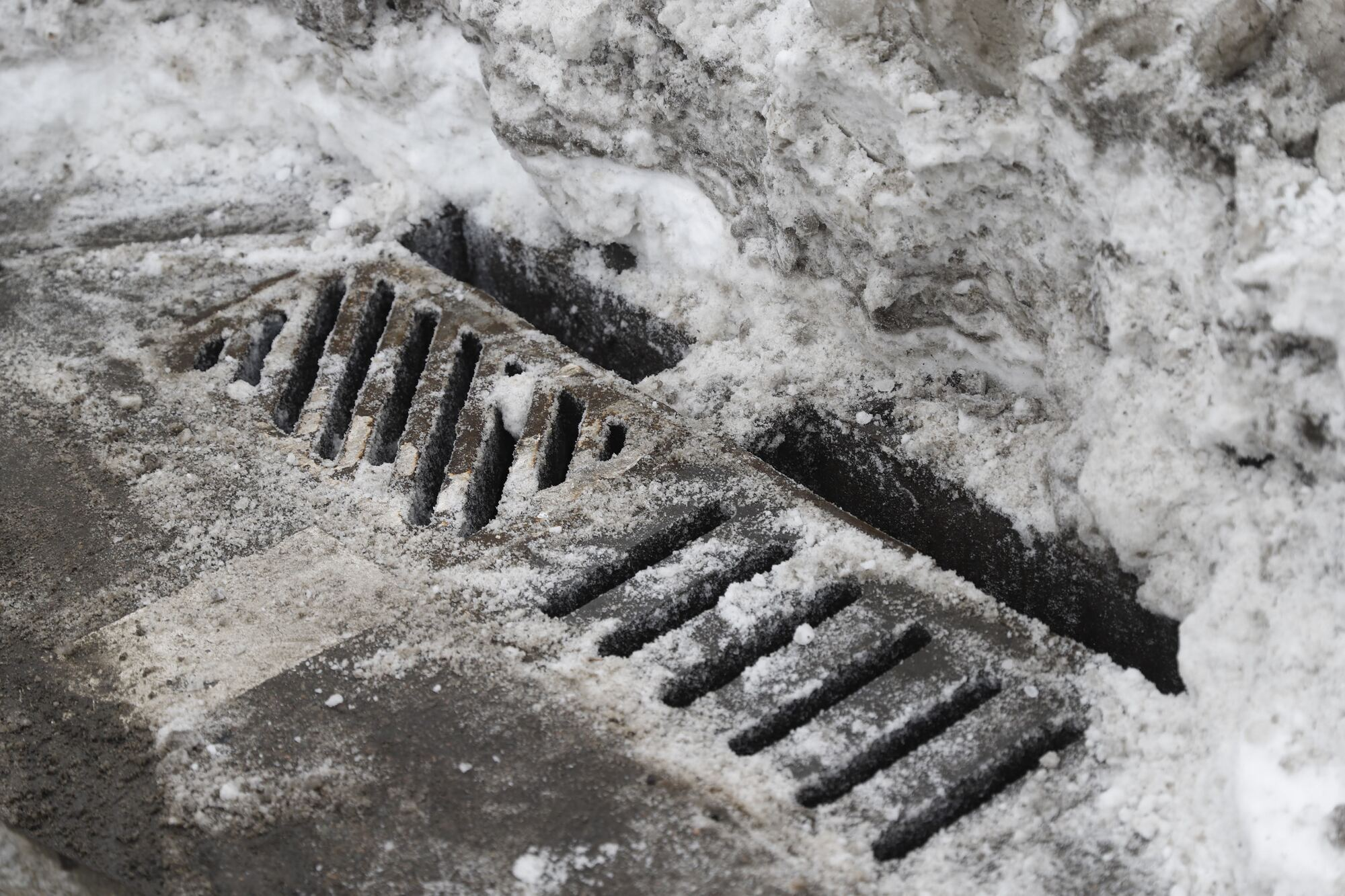 Вода сможет быстро стекать, а не оставаться на дороге