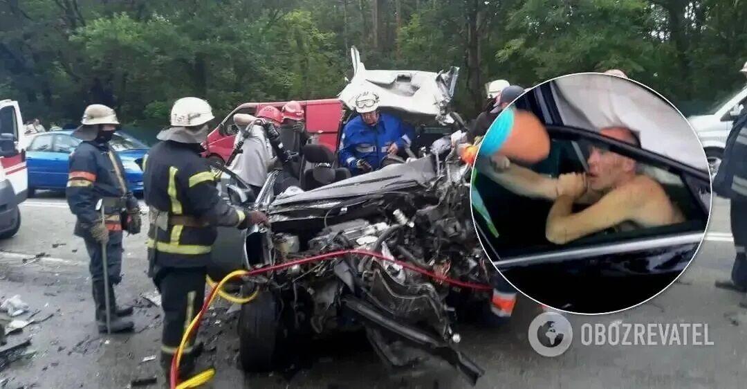 В аварии погибли двое взрослых и двое детей.