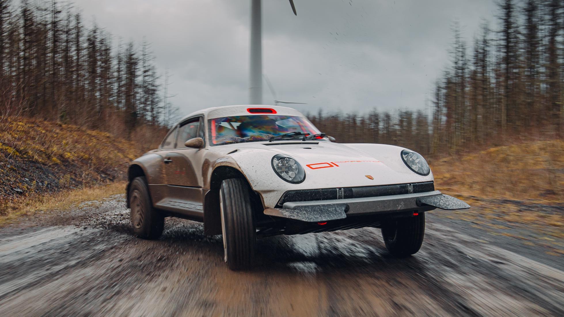 За основу було взято купе Porsche 911 1990 року випуску