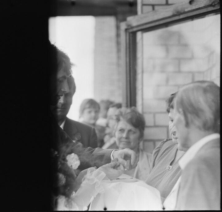 На одній з плівок фотограф виявив весілля, очевидно, зняте в СРСР