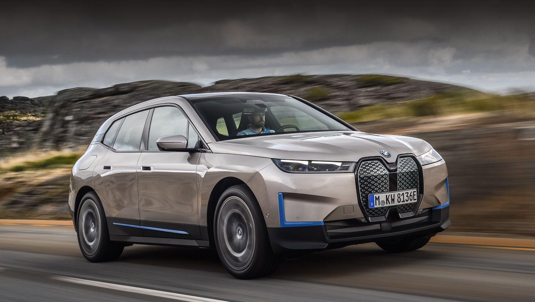 Новий BMW iX буде змагатися з Tesla
