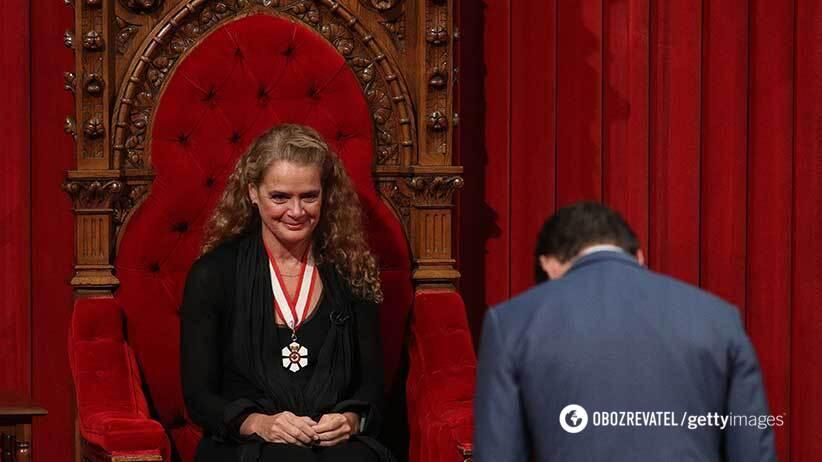 Прем'єр Канади Джастін Трюдо в поклоні перед вищою владою в країні