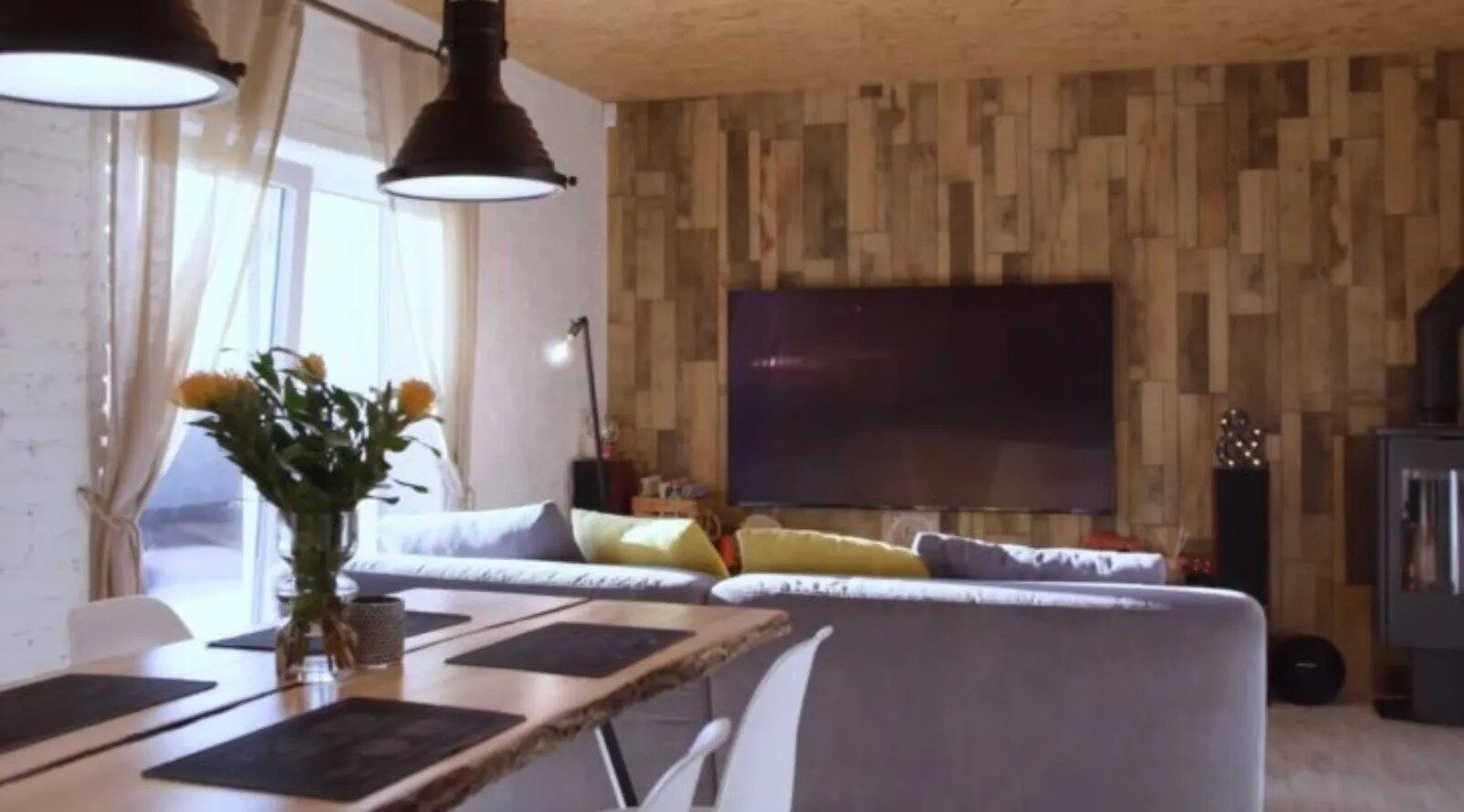 Квартиры на Крещатике и под Нацбанком: где живут и сколько зарабатывают Кароль, Данилко и другие звезды