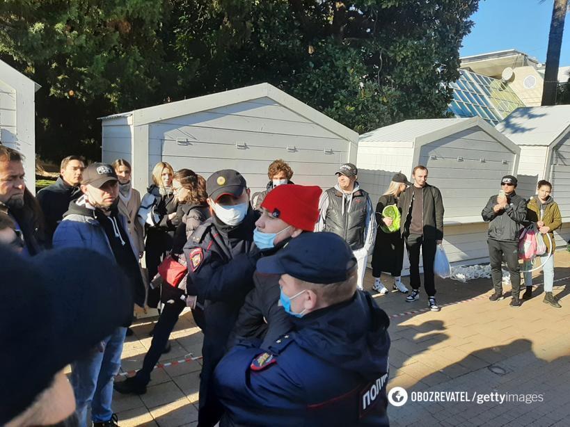 Поліція затримувала людей на мітингу в Сочі