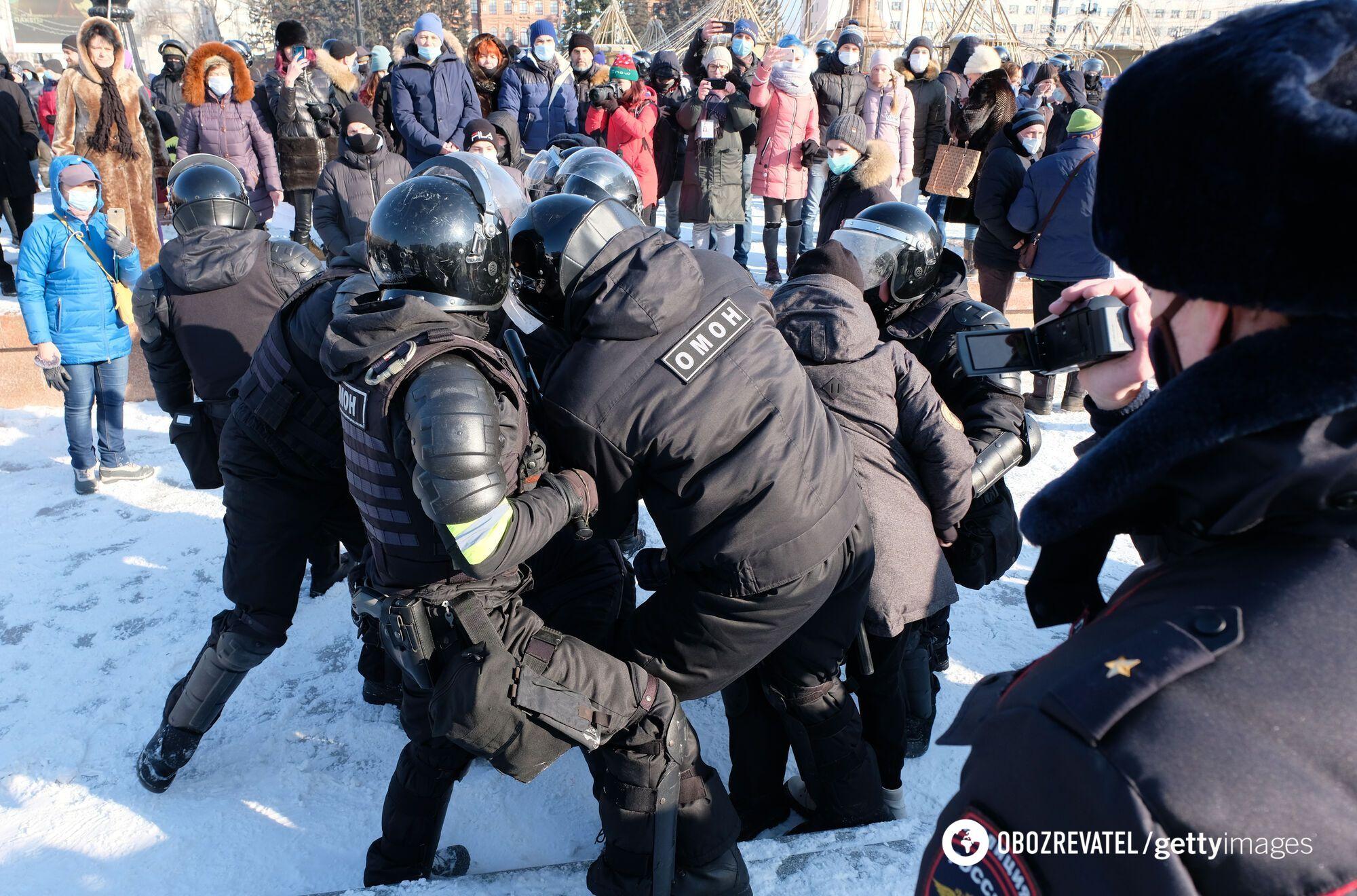 Затримання людей на мітингу в Хабаровську
