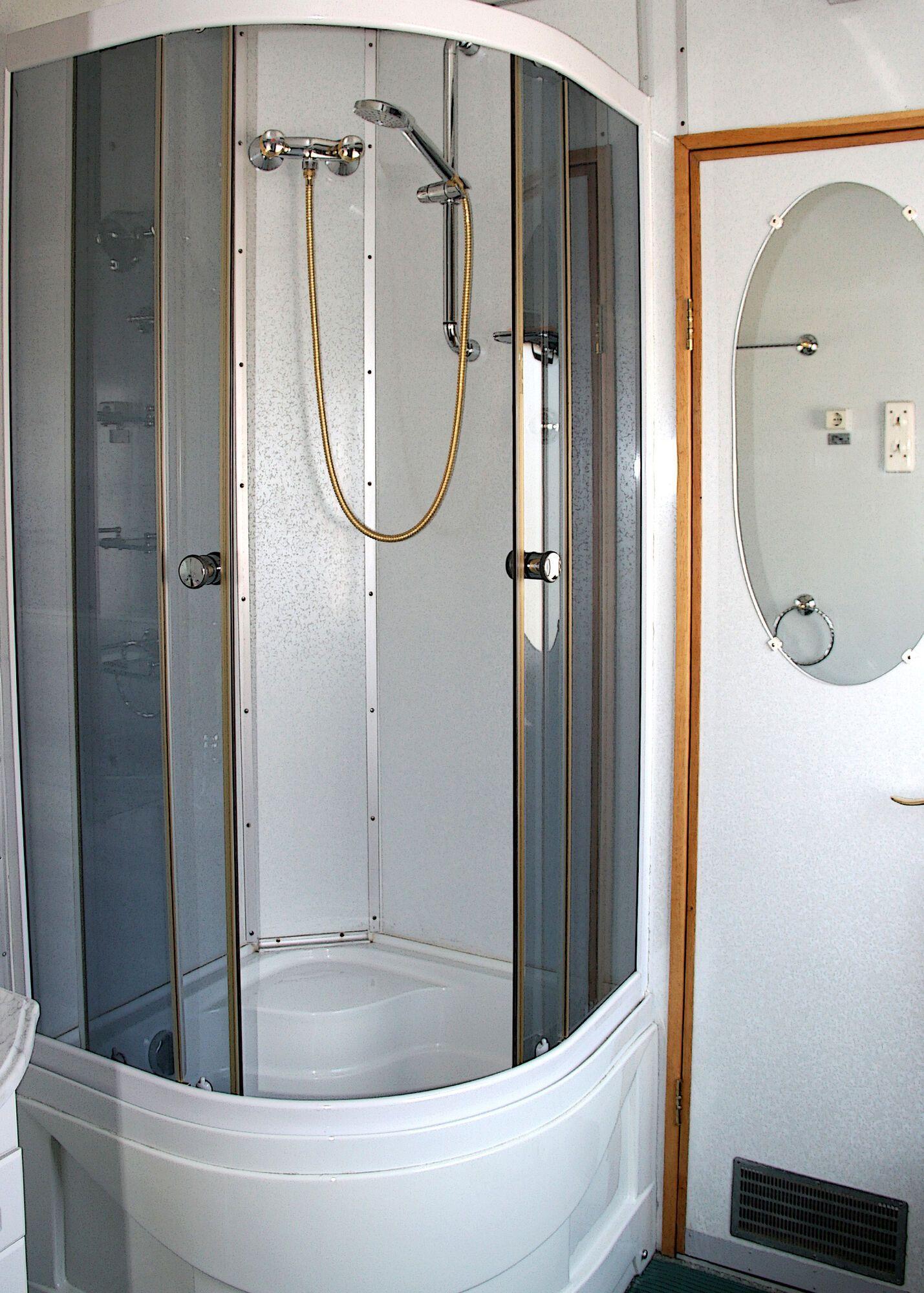 Вони також оснащені окремими ванними кімнатами