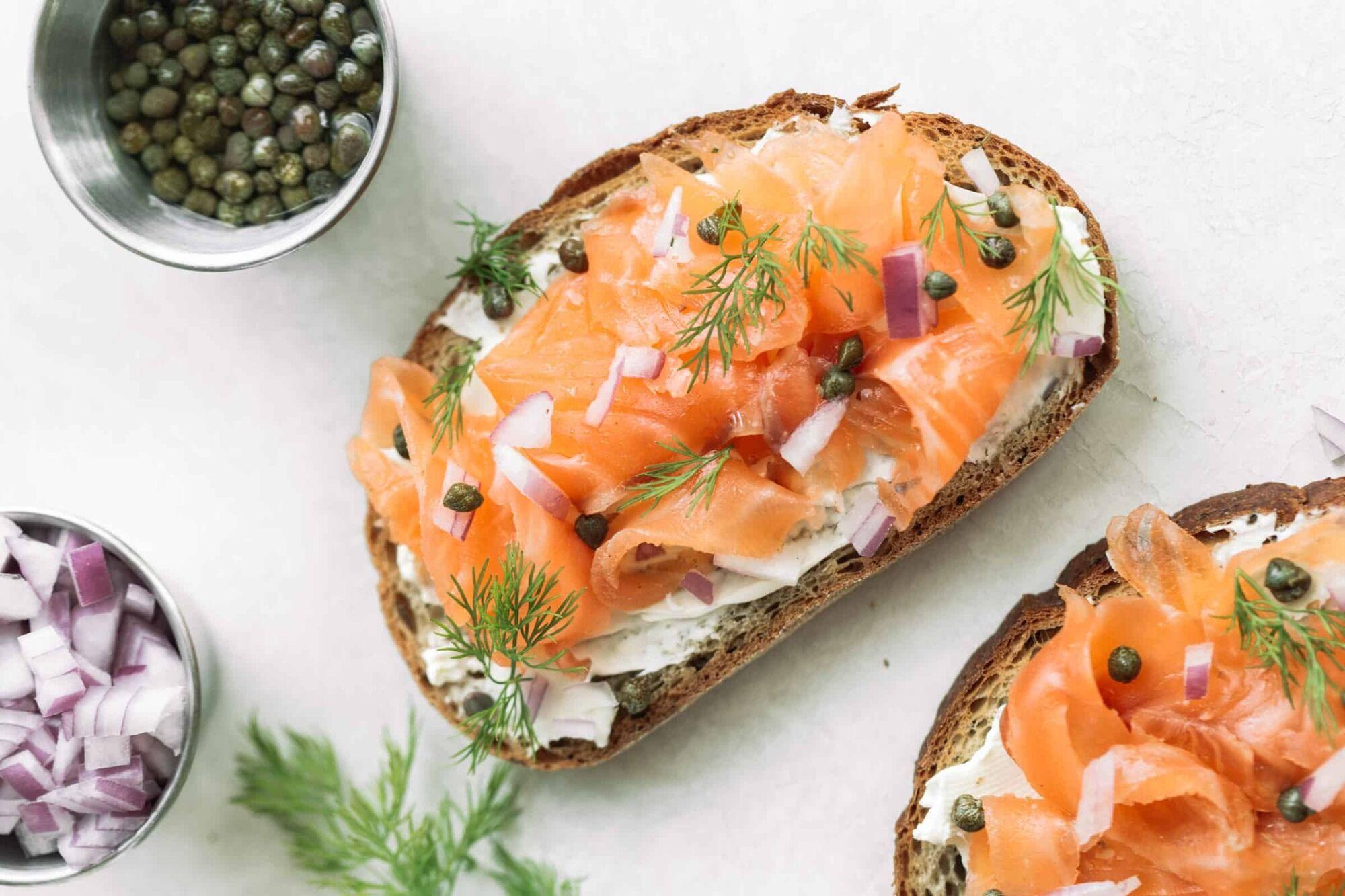 бутерброд з лососем