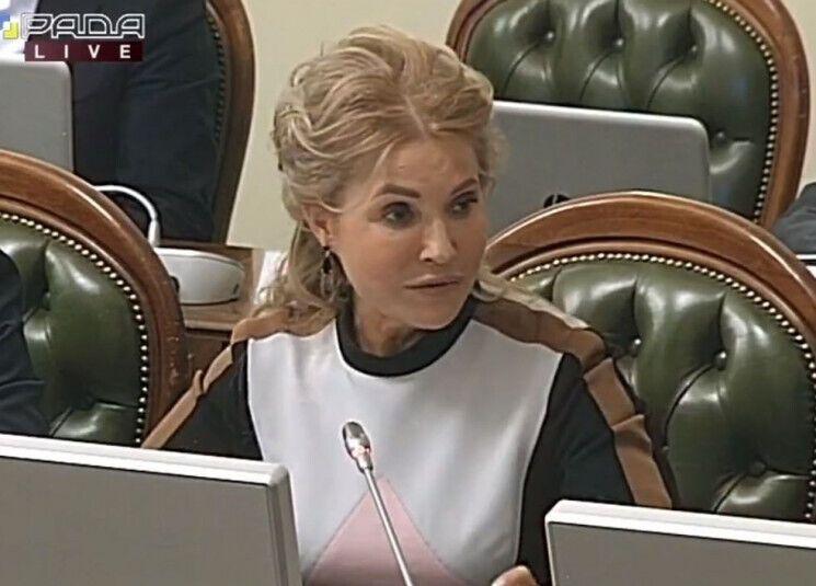 Тимошенко з новою зачіскою і без окулярів