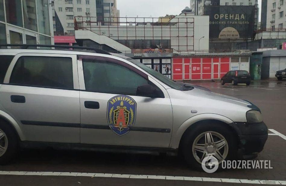 """Автомобіль з емблемою російської """"Альфи"""""""