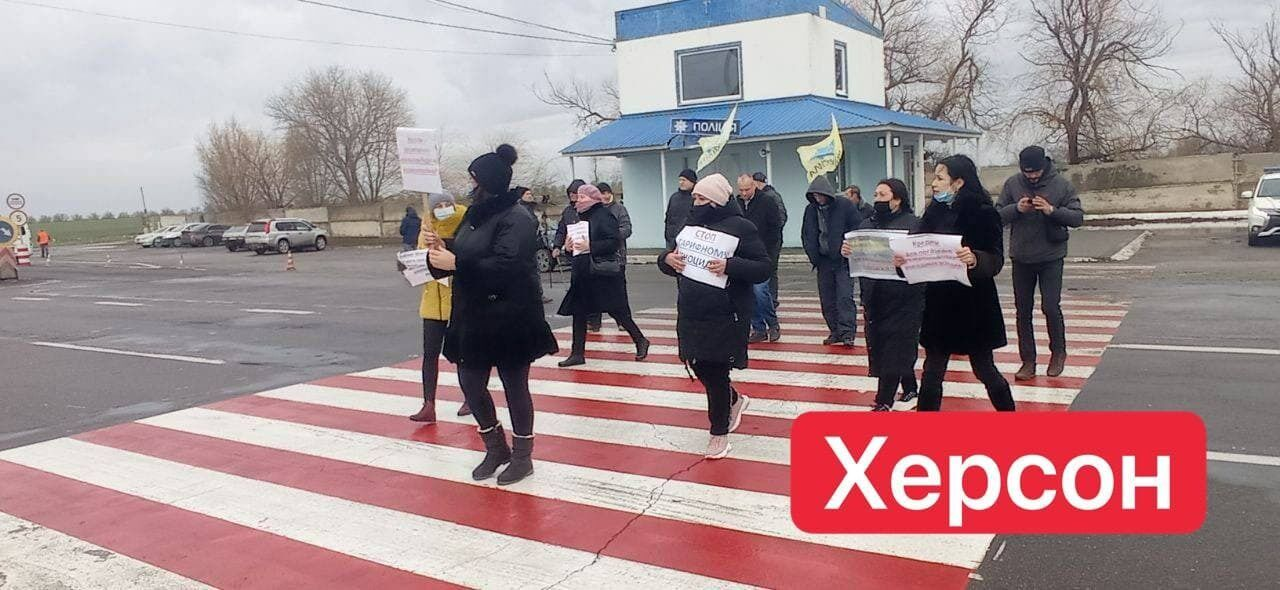 Протестующие против высоких тарифов перекрыли гострассы Украины и добрались до дачи Зеленского: фото и видео