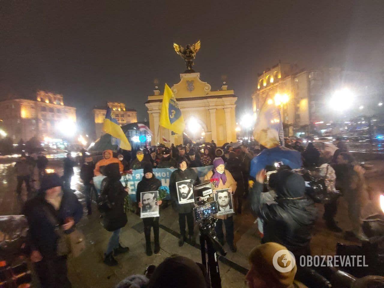 Люди собрались в центре Киева
