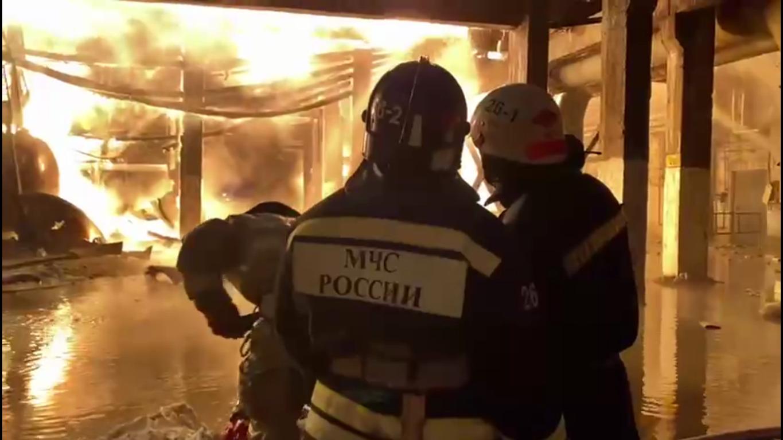 Рятувальники гасять вогонь