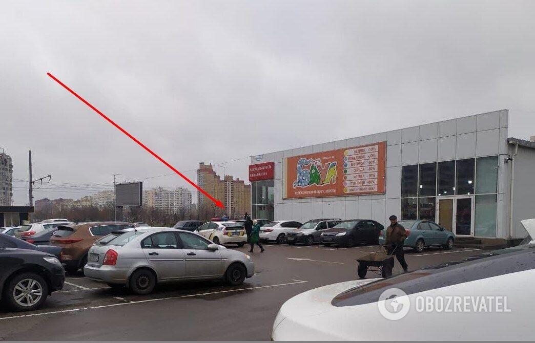 Правоохоронці на місці, де було знайдено автомобіль