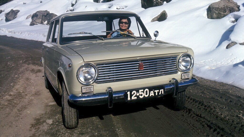 Серый ВАЗ-2101 появился у Высоцкого в 1971 году .