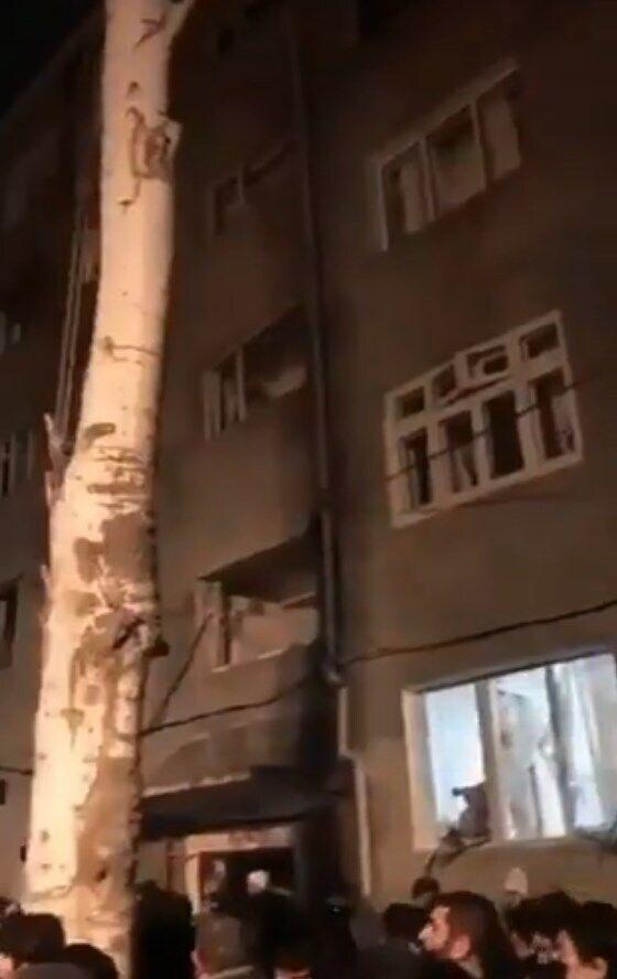 Від вибуху в сусідніх будинках вилетіли шибки у вікнах.