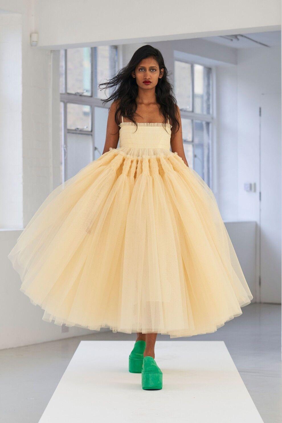 Бренды предлагают интересные варианты пышных мини-платьев