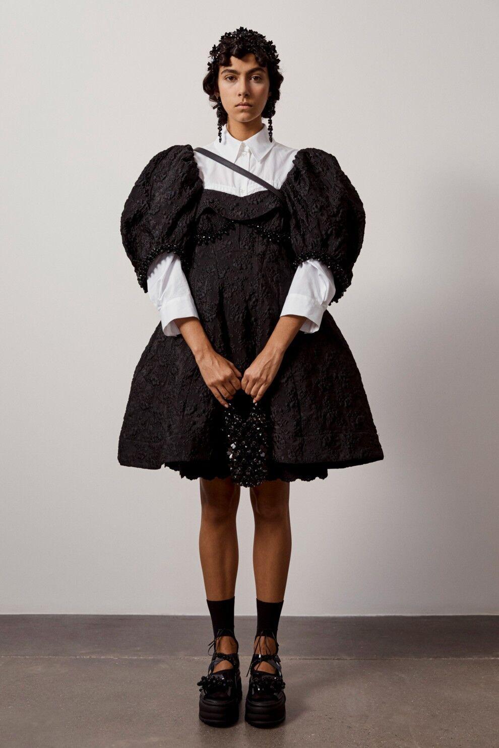 Кукольные платья можно сочетать с грубыми армейскими ботинками