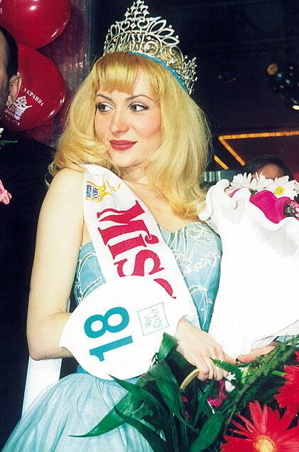 """""""Міс Україна"""" 2000 року: Юлія Ліньова."""