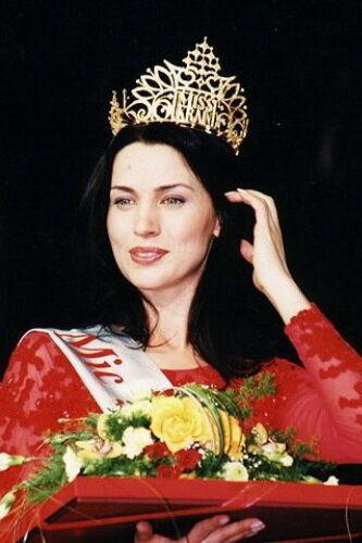 """""""Міс Україна"""" 2002 року: Олена Стогній."""