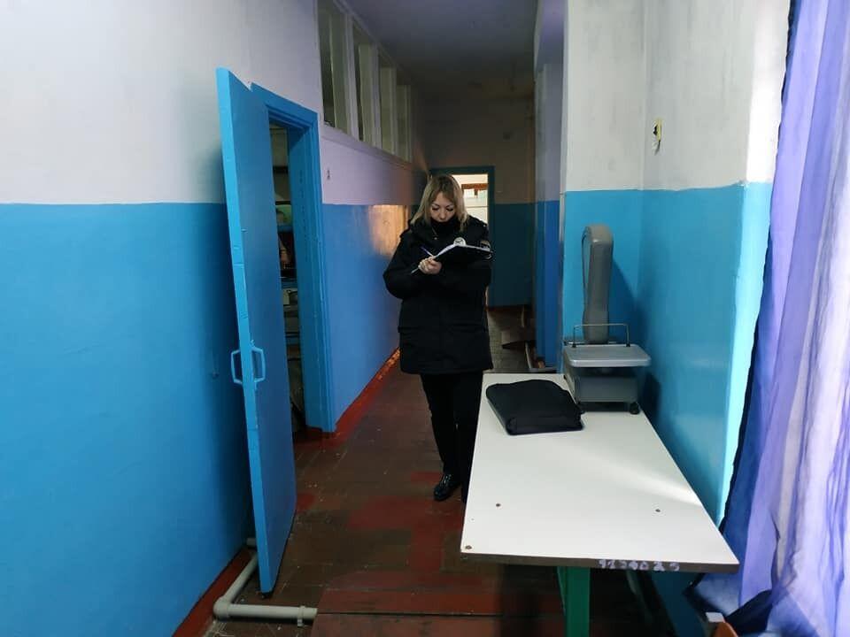 Во время проверки в одной из школ