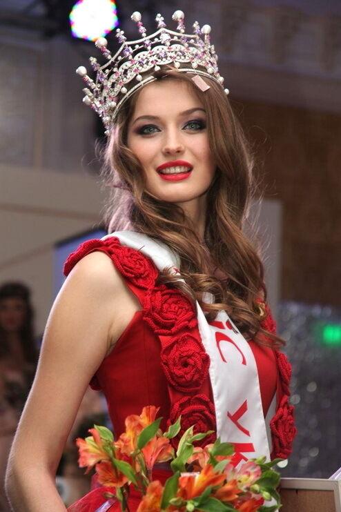 """Міс Україна"" 2013 року: Анна Заячковська."
