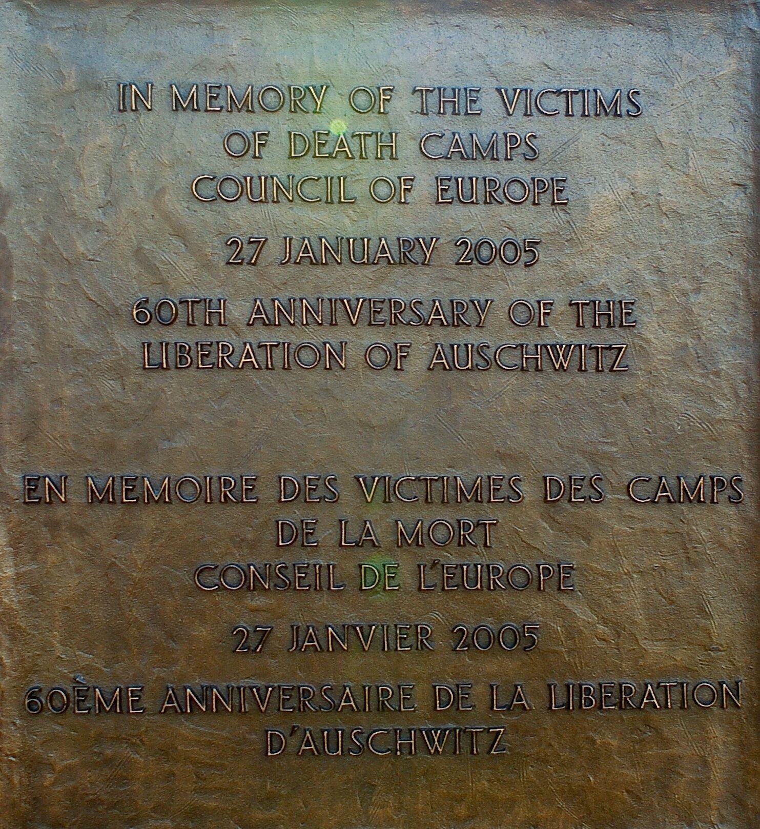 Дошка пам'яті жертв Голокосту на будівлі Ради Європи в Страсбурзі, Франція