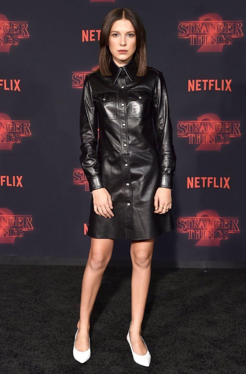 """На премьеру второго сезона """"Очень странных дел"""" 14-летняя Милли пришла в рок-ролльном образе от Calvin Klein."""