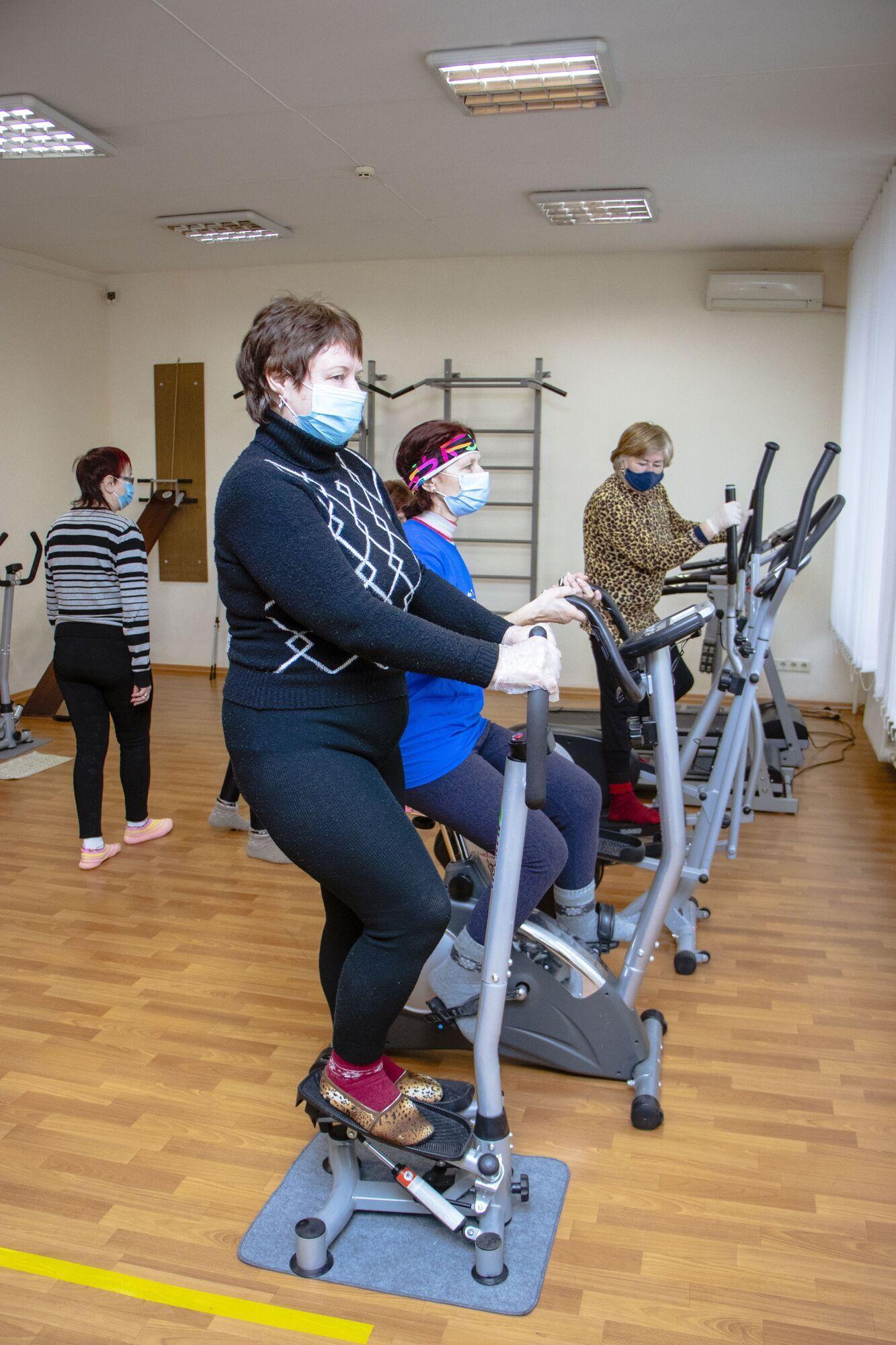 В Днепровском городском территориальном центре социального обслуживания возобновили занятия по лечебной физкультуре