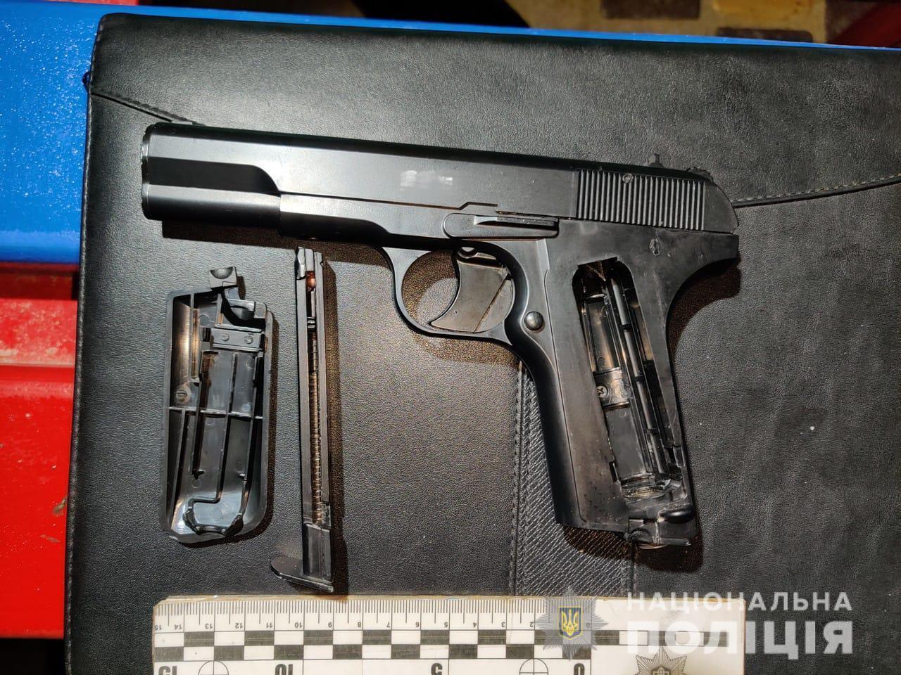 15-летний подросток приобрел пистолет в интернете