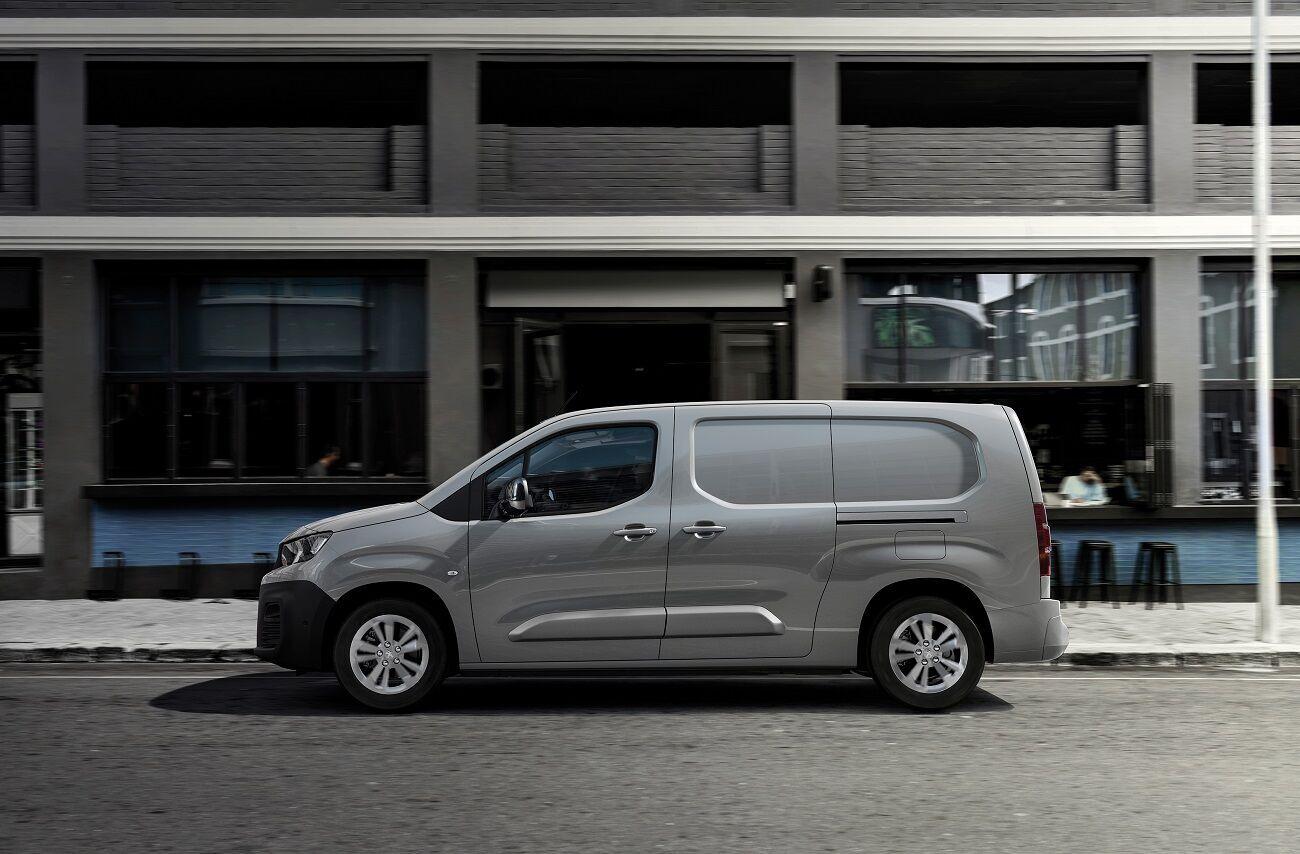 Автомобиль будет предложен со стандартным или удлиненным кузовом, в грузовом или грузо-пассажирском варианте