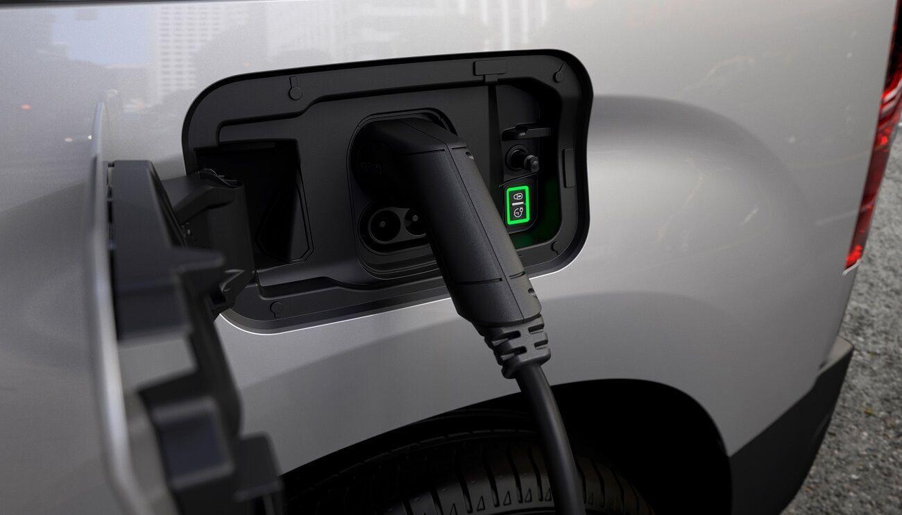 На станции мощностью до 100 кВт зарядка аккумулятора до 80% от номинальной емкости занимает всего 30 минут
