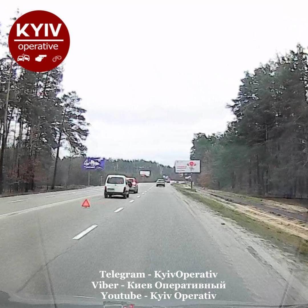 Водії чекали прибуття поліції для оформлення ДТП.
