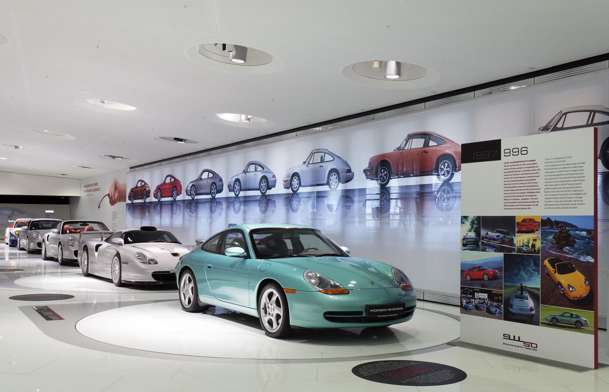 Единственный в мире пуленепробиваемый Porsche 911 находится в музее компании в Цуффенхаузене