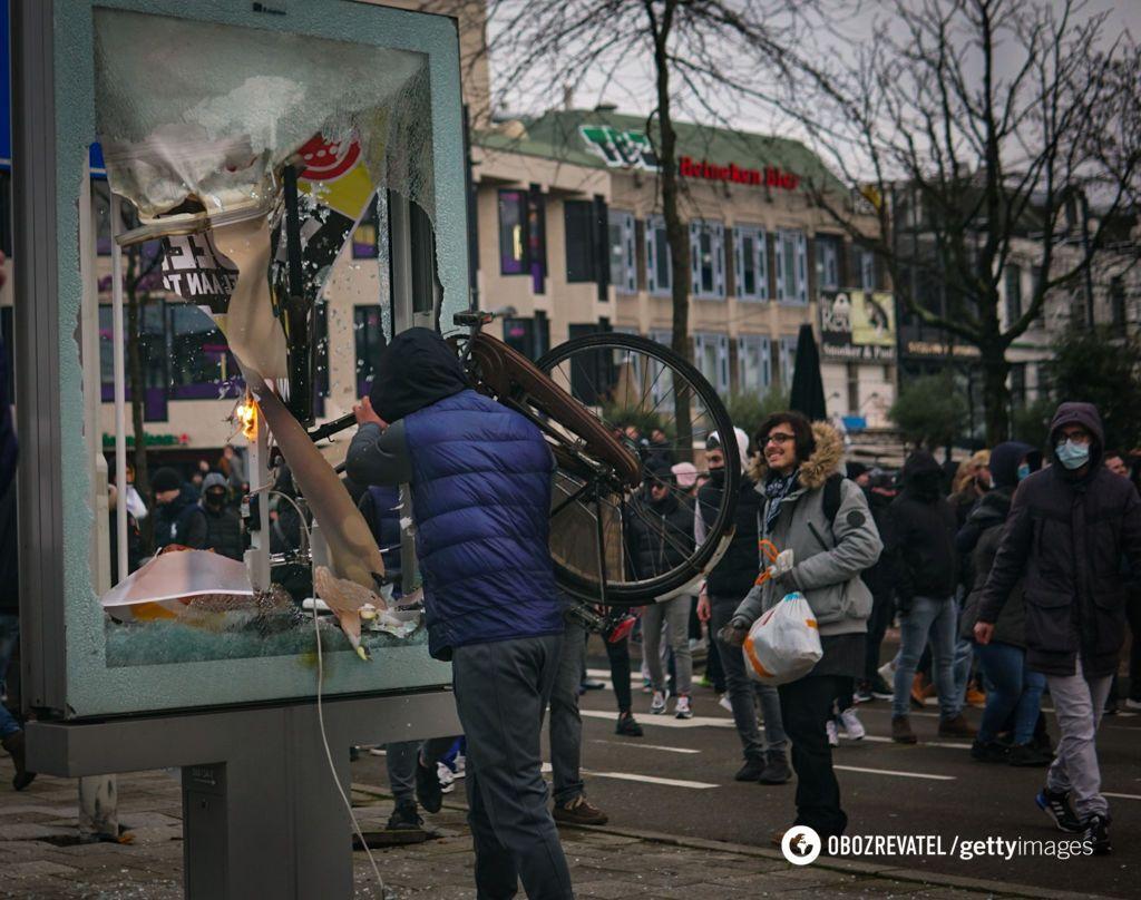 У Нідерландах через заворушення заарештували понад 150 осіб за добу.