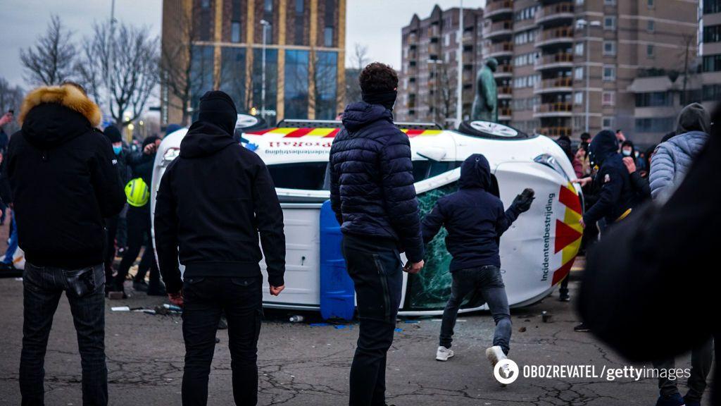 У низці міст Нідерландів відбулися зіткнення з поліцією.