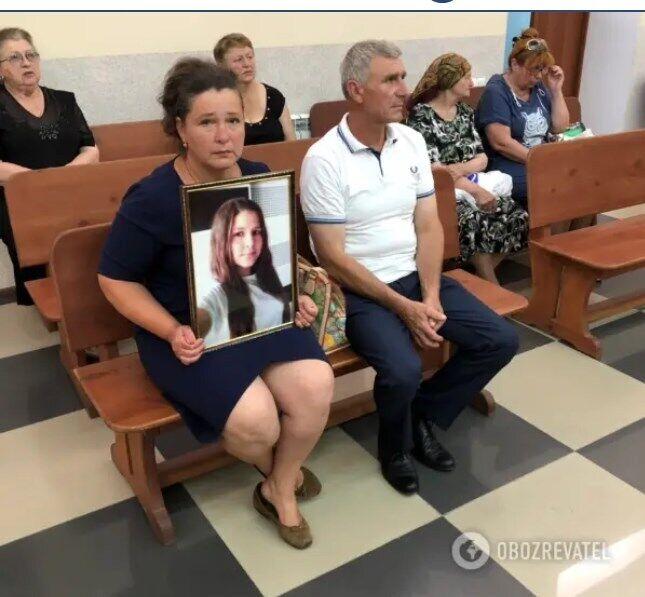Батьки Ганночки Шевчук у залі суду