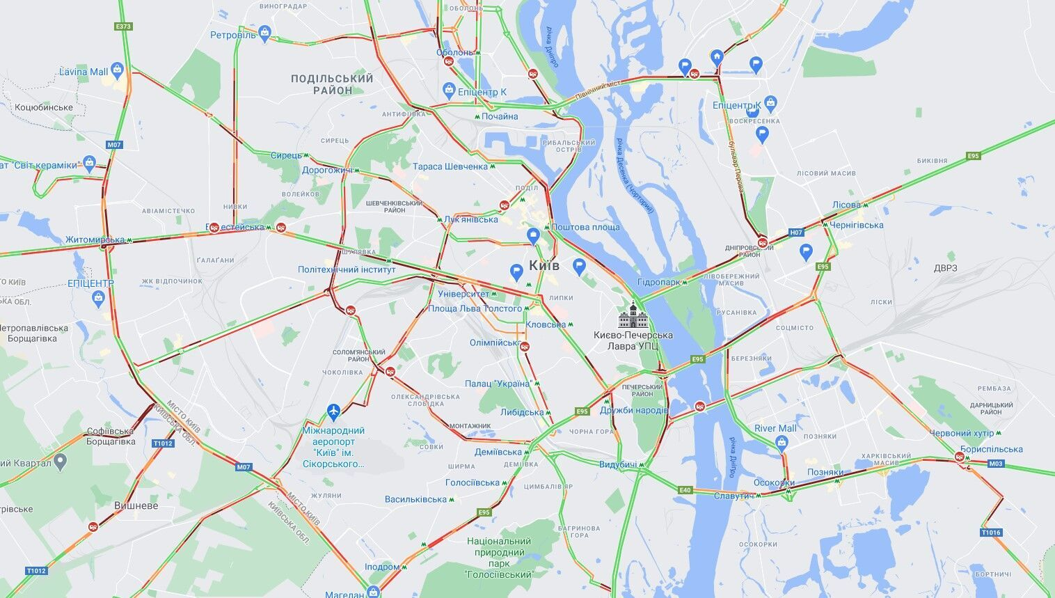 В Киеве образовались многочисленные пробки.
