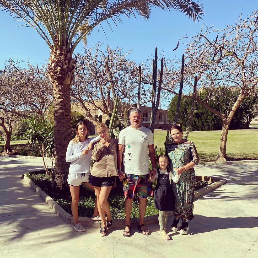 Ніна Матвієнко із сім'єю на відпочинку в Єгипті