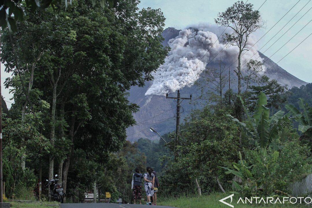 Людей попросили не приближаться ближе чем на 5 км к вулкану