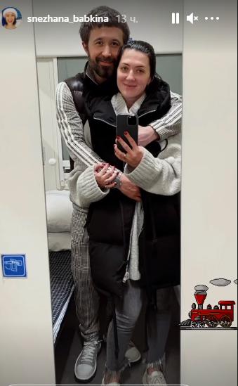 Сергей Бабкин с супругой в поезде