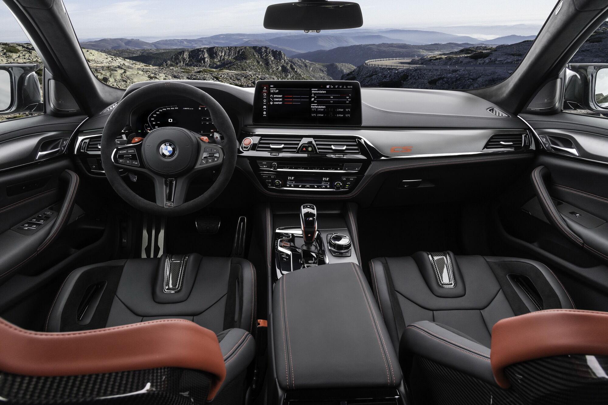 Салон BMW M5 CS рассчитан исключительно на 4 человек