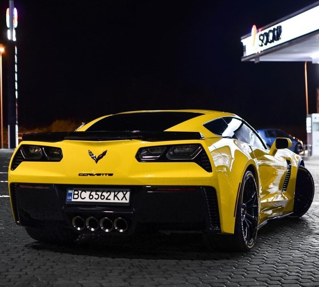 Chevrolet Corvette C7 Stingray зі спойлером