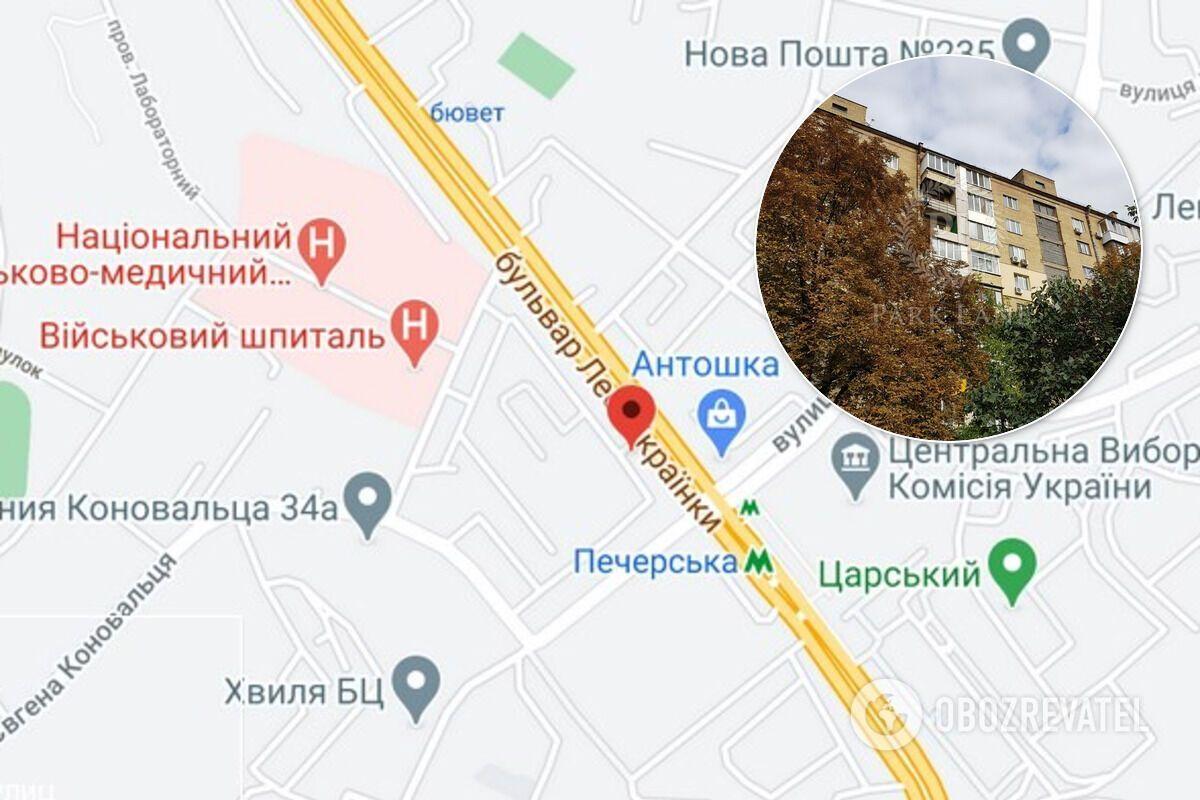 Будинок розташований на бульварі Лесі Українки в Києві.