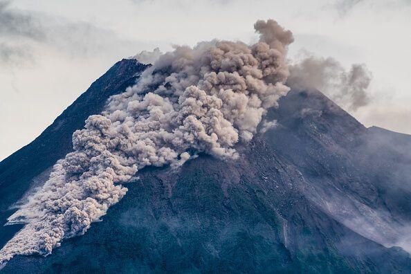 Извержение напугало местных жителей
